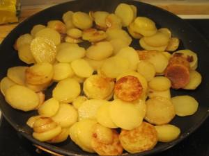 stekt skivad potatis